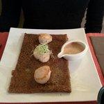 Crêpe St Jacques sur fondue de poireaux. Excellente !