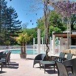 Terrasse du bar - parfum des glycines - piscine chauffée