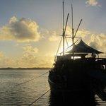 Restaurantschiff Nwuw bei Sonnenaufgang