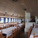 interno con tavoli per ristorante