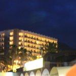 вечерний вид отеля