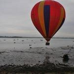 un hasard incroyable : une montgolfière au petit matin qui file au petit matin !!