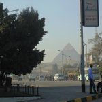 Vista da porta do hotel Mercure vista das piramides