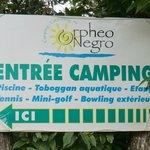 Panneau du camping avec mention toboggan aquatique