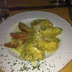 Pollo alla limonaia (la salsa era a base di limone, mandorle e curry)