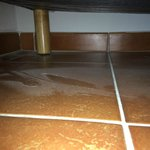 Chambre - poussières sous le lit  à notre arrivée
