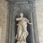 La statua della vergine e martire santa Tecla