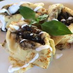 Corn crepes with black beans and mushrooms