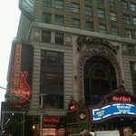 Hard Rock en la esquina del Hotel Carter