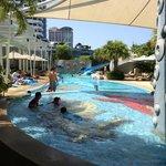子どもプール。右奥にスライダー。Kids pool