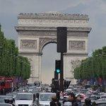 Blick zum Arc de Triomphe