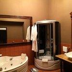 bathroom Presidential Suite 104