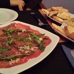 Carpaccio y Hummus