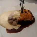Segundo. Musaka de cordero, berenjena, espuma de yogur y patata trufada (Grecia)