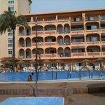 Vue de l'hôtel côté piscine