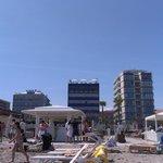 l'hotel dalla sua spiaggia