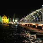 Pontjesbrug bij nacht