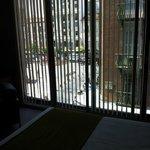 вид с кровати на третьем этаже