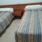 dormitorio doble, existe posibilidad de solicitar cama de matrtimonio mail/telefono con anterior