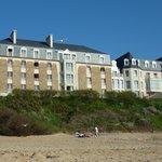 Depuis la plage, vue sur la résidence (dos àa la mer)