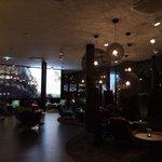 le hall / bar