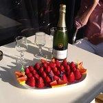 Jordgubbar och champagne på rummet