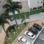 Estacionamento visto da sacada da varanda da apartamento