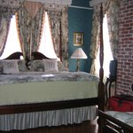 Charleston Room (one of 2 beds)