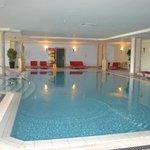 piscina interna, collegata alla spa