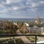 Вид с балкона 4-го этажа на озеро. Апрель 2014.