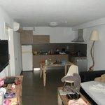 Wohnraum mit Küche (Couch für die 3. Person)