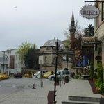 La calle del hotel Megara Palace