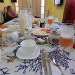 Parte del desayuno que nos preparó Maura