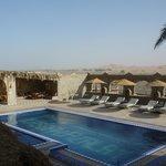 プールから砂漠