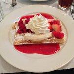 Waffle & berries & banana