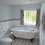 valley suite bathroom 1