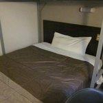 140cm幅のワイドベッド。寝心地がよい。