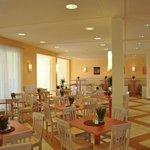 Breakfast room & restaurant