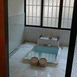 Le onsen privé de la chambre Hanare