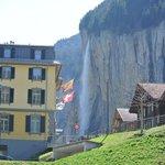 เมืองLauterbrunnen คืมีน้ำตกซเตาบ์บาค(Staubbach)สูง 200เมตร