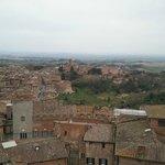 """Il panorama di Siena dal """"facciatone"""". Sullo sfondo la chiesa di San Domenico"""