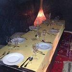 Tavola imbandita per la nostra prima cena al Riad