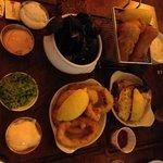Cozze, fish and chips, calamari e granchio
