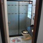 salle de bain! tres propre. grande douche.