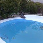 La piscina lista para el baño.