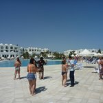 Tanzunterricht am Pool