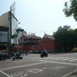 赤嵌楼と祀典武廟は民族路2段と永福路2段の交差点にある