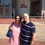 Eu e Mama em frente a The Coca-Cola Company