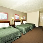 Sandusky Travelodge Guest Rooms