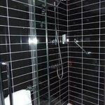 Holiday Inn Express Sheffield City Centre - room 1503 bathroom